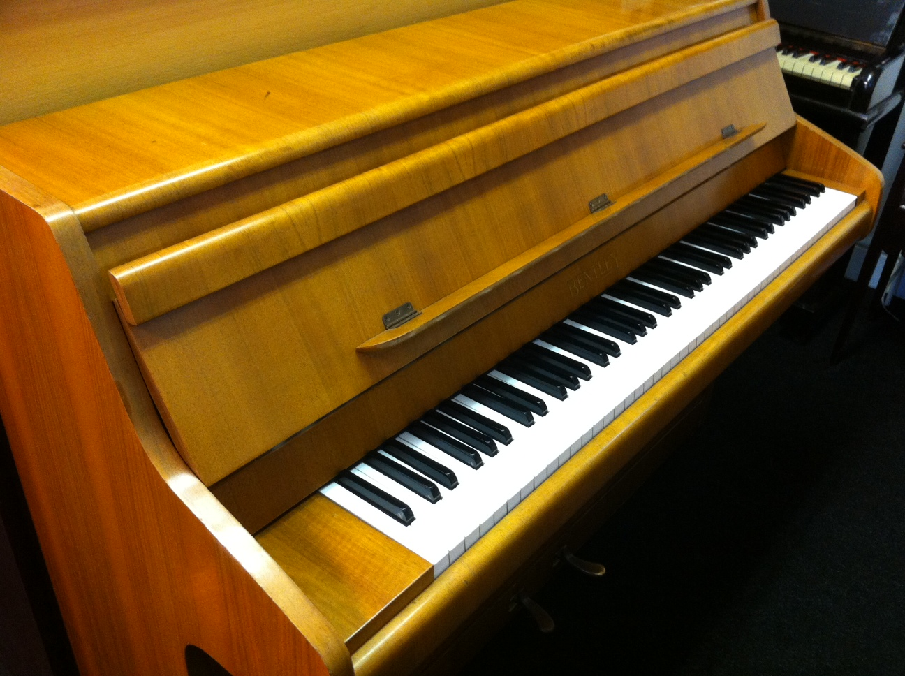 Bentley Piano Medium Walnut